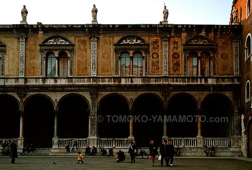 Loggia del Consiglio in Verona, Italy: Photo of Verona, Italy by Tomoko Yamamoto
